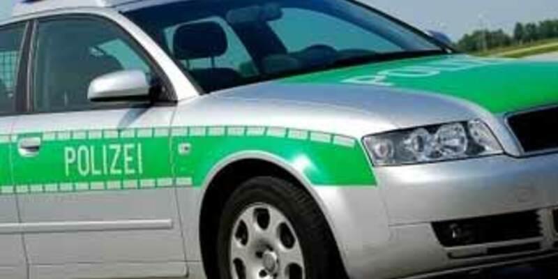 Polizeiwagen - Foto: Fotolia.com / Jürgen Mühlig