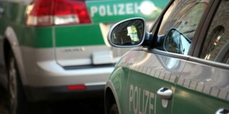 Polizeiwagen hintereinander - Foto: Fotolia.com / Martina Berg