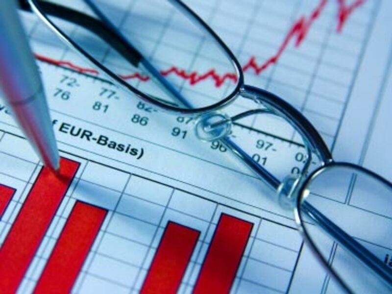 Brille und Chart - Foto: iStockphoto.com / makeanotherme
