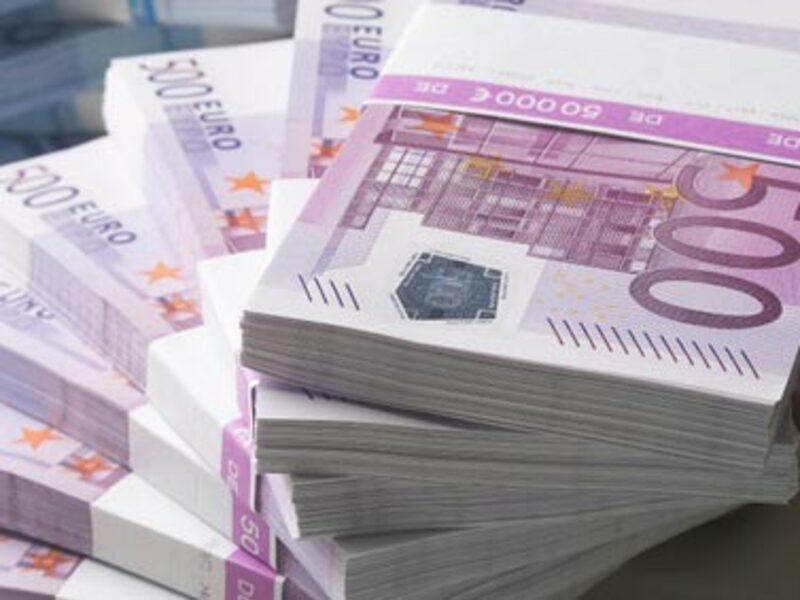 gebundenes Geld - Foto: Fotolia.com / Franz Pfluegl