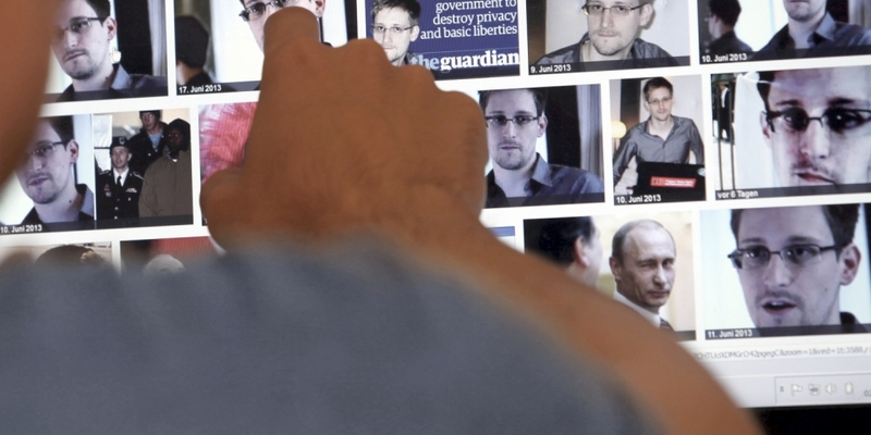 Mediennutzer betrachtet das Ergebnis der Google-Bildersuche zu Edward Snowden - Foto: über dts Nachrichtenagentur