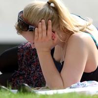 Junge Frau auf einer Wiese - Foto: über dts Nachrichtenagentur