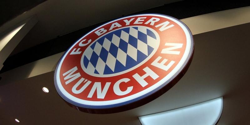 Logo des FC Bayern München in einem Fanshop - Foto: über dts Nachrichtenagentur