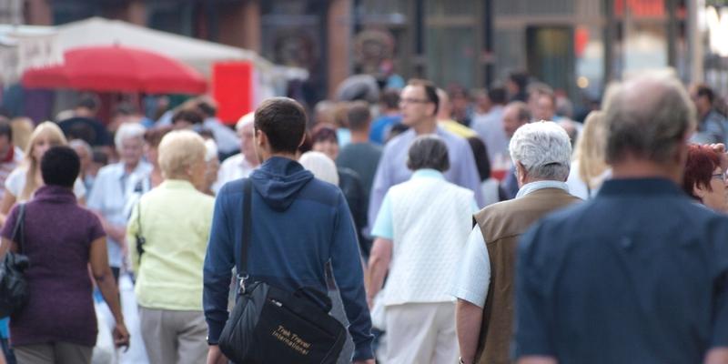 Menschen in einer Fußgängerzone - Foto: über dts Nachrichtenagentur