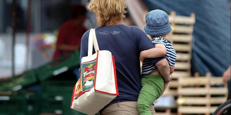 Frau mit Kind - Foto: über dts Nachrichtenagentur