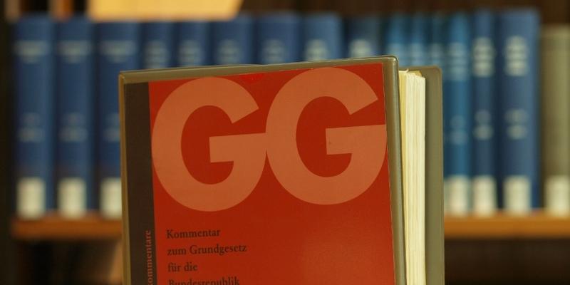 Ausgabe des Grundgesetzes in einer Bibliothek - Foto: über dts Nachrichtenagentur