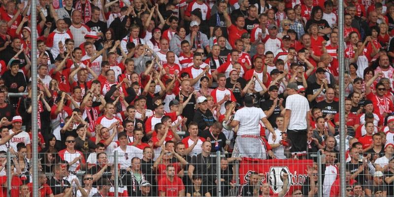 Fans im Fußballstadion - Foto: über dts Nachrichtenagentur