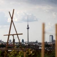 Dachterrasse in Berlin mit Blick auf den Berliner Fernsehturm - Foto: über dts Nachrichtenagentur