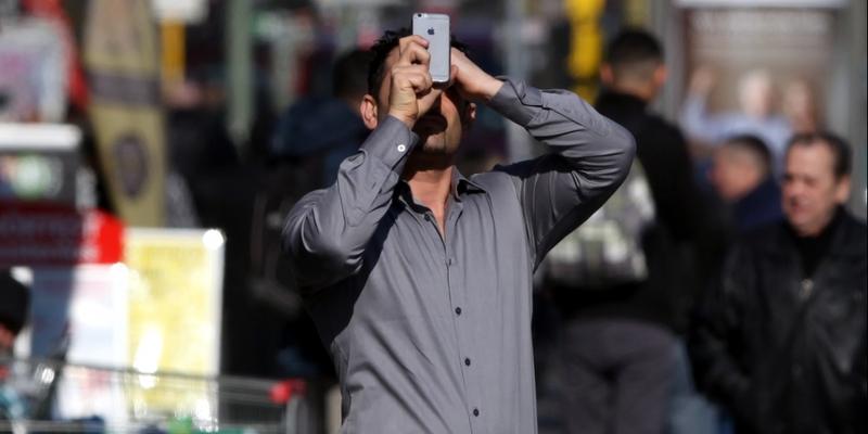 Mann mit Smartphone - Foto: über dts Nachrichtenagentur