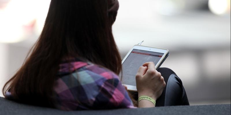 Frau mit Tablet - Foto: über dts Nachrichtenagentur