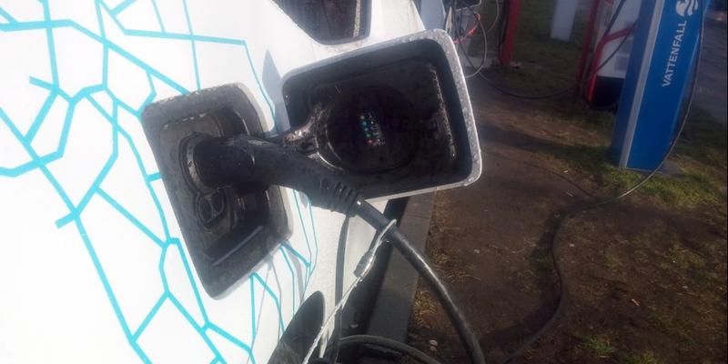 Elektroauto an einer Strom-Tankstelle - Foto: über dts Nachrichtenagentur