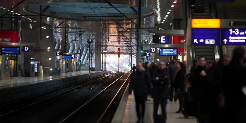Reisende bei der Bahn - Foto: über dts Nachrichtenagentur