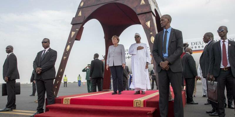 Merkel in Mali - Foto: Michael Kappeler