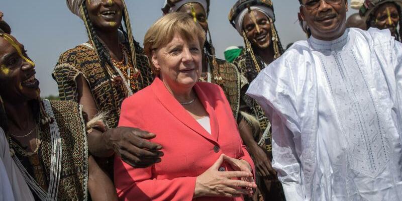 Merkel in Niger - Foto: Michael Kappeler