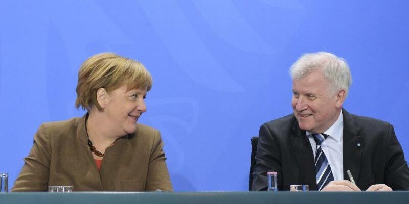 Merkel und Seehofer - Foto: Rainer Jensen/Archiv