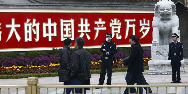 Strengere Richtlinien - Foto: Die Kommunistische Partei Chinas will einen Verhaltenskodex für die 88 Millionen Parteimitglieder und eine strengere parteiinterne Aufsicht beschließen. So will sie gegen die weit verbreitete Korruption vorgehen. Foto:Rolex Dela Pena