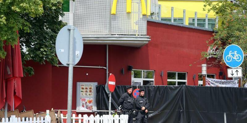 Tatort in München - Foto: Im Juli hatte ein Amokschütze am Olympia-Einkaufszentrum in München neun Menschen getötet und sich dann selbst erschossen. Foto:Karl-Josef Hildenbrand/Archiv