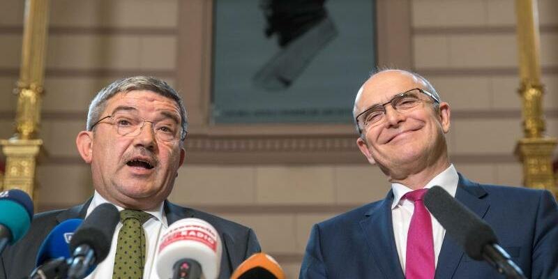Caffier und Sellering - Foto: Die beiden Verhandlungsführer bei den Koalitionsverhandlungen zwischen SPD und CDU, Ministerpräsident Erwin Sellering (SPD) und Innenminister Lorenz Caffier (CDU). Foto:Jens Büttner