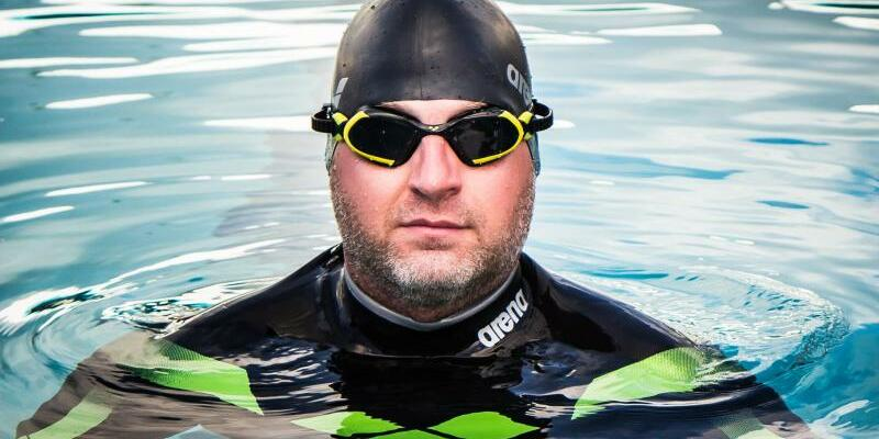Atlantik-Überquerer Ben Hooper - Foto: Vier Monaten lang täglich zwölf Stunden schwimmen: Ben Hooper möchte als erster Mensch den Atlantik durchschwimmen. Foto:Island Breeze Photography-Monik