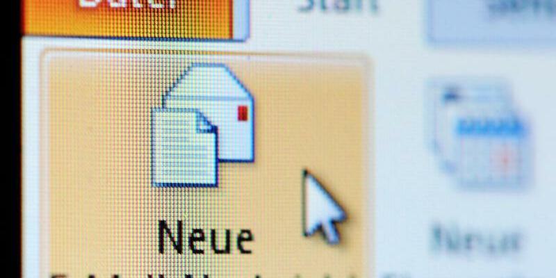 E-Mail - Foto: Der Verschlüsselungstrojaner «Goldeneye» wurde offensichtlich an Firmen im gesamten Bundesgebiet versandt. Foto:Jan-Philipp Strobel