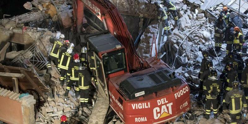 Trümmer - Foto: Als Ursache für die Explosion wird ein Gasleck vermutet. Foto:Massimo Percossi