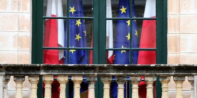 Flaggen von Malta und EU - Foto: Domenic Aquilina