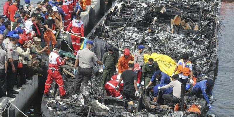 Bootsbrand in Indonesien - Foto: Rhana Ananda