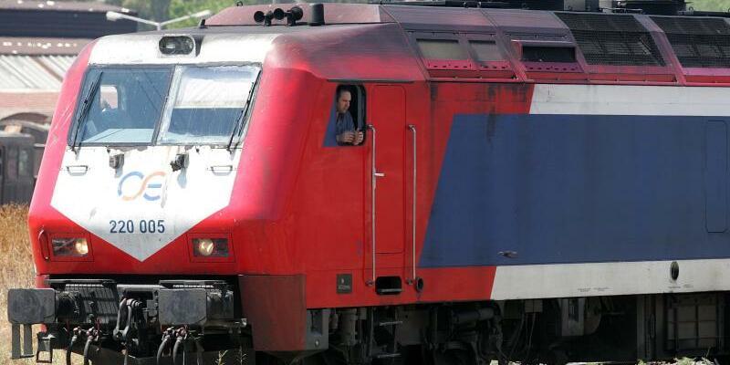 Griechenland - Foto: Eine Lokomotive der Griechischen Eisenbahnen (OSE) in einem Bahn-Depot im Westen von Athen. Foto:Orestis Panagiotou