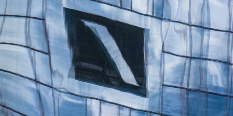 Zentrale der Deutschen Bank in Frankfurt - Foto: Boris Roessler/Archiv