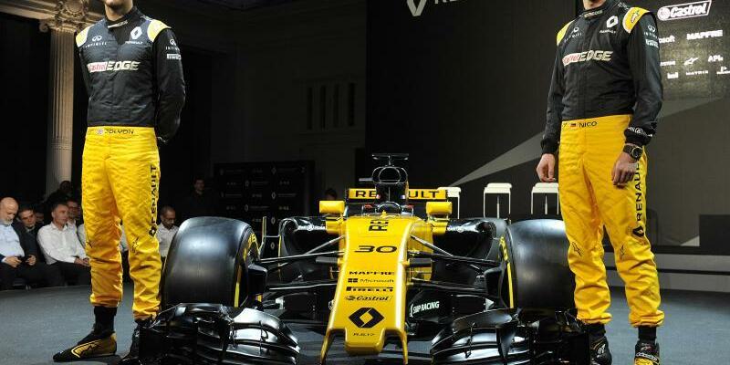 Renault R.S.17 - Foto: Nico Hülkenberg (r) und Jolyon Palmer präsentieren den neuen Formel-1-Rennwagen von Renault. Foto:Nick Ansell