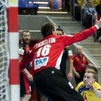Schweden - Deutschland - Foto: Schwedens Daniel Pettersson (r) trifft gegen Deutschlands Torwart Carsten Lichtlein. Foto:Michael Erichsen