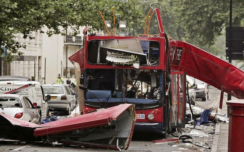 Anschlag von 2005 - Foto: Am 7. Juli 2005 zündeten vier Muslime mit britischem Pass in der Londoner U-Bahn und einem Bus Sprengsätze. 56 Menschen starben, etwa 700 wurden verletzt. Foto:Peter Macdiarmid