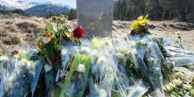 Germanwings-Absturz - Foto: Am 24. März 2015 um 10.41 Uhr zerschellte das Flugzeug. Foto:Peter Kneffel