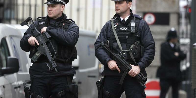 Nach dem Anschlag von London - Foto: Bei Razzien in London, Birmingham und anderen Orten sind mehrere Menschen festgenommen worden. Foto:Kirsty Wigglesworth