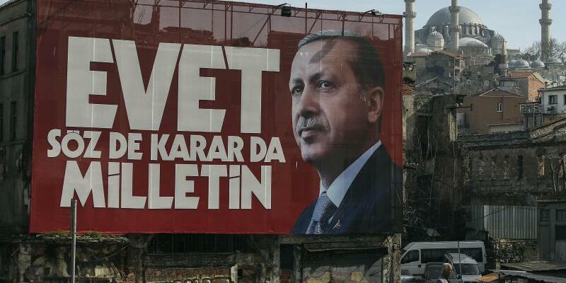 Vor dem  Referendum in der Türkei - Foto: Emrah Gurel