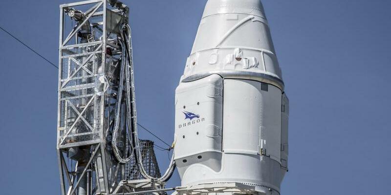 Falcon 9 - Foto: Die Falcon-9-Rakete vor ihrem ersten Start im vergangenen Jahr. Foto:Spacex