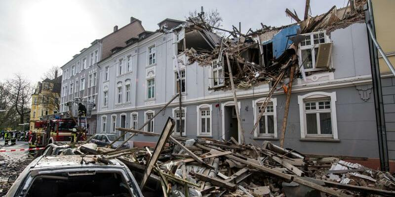 Wohnhaus in Dortmund explodiert - Foto: Durch die Wucht der Explosion wurden das Dachgeschoss und die beiden oberen Stockwerke zerstört. Foto:Bernd Thissen