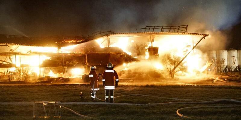 Großbrand auf Bauernhof - Foto: Marcel Bartenbach