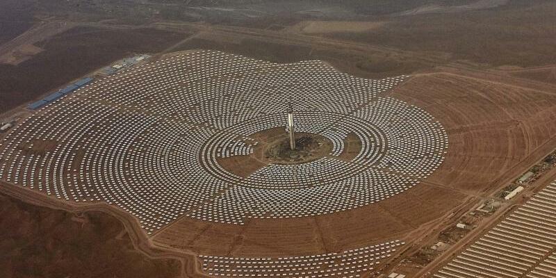 Solarkraftwerk in Marokko - Foto: Abdeljalil Bounhar
