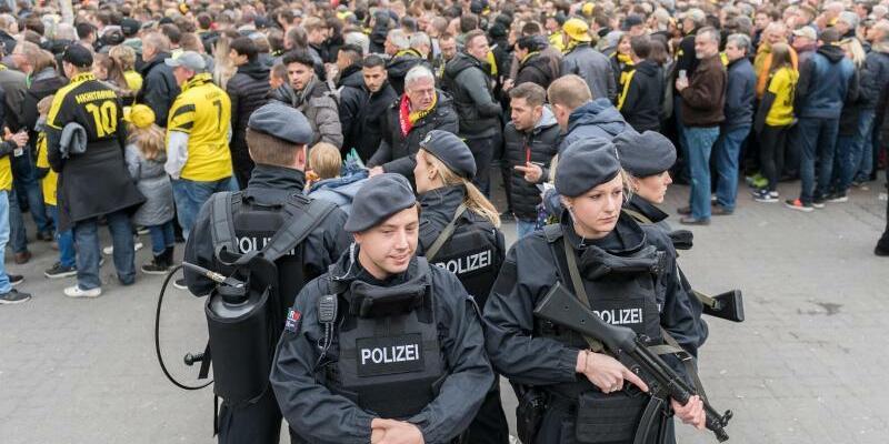 Sicherheitskräfte - Foto: Guido Kirchner