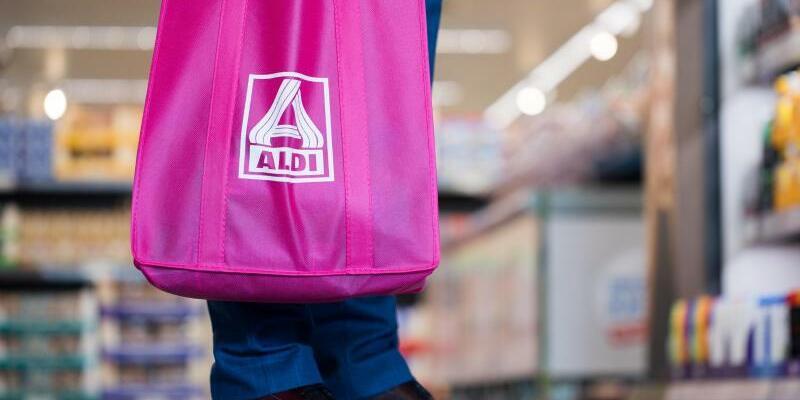 Aldi - Einkaufstasche - Foto: Rolf Vennenbernd/Illustration