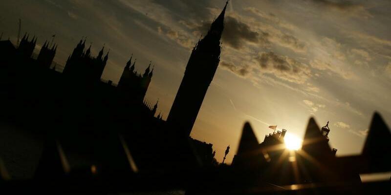 Houses of Parliament - Foto: Die Silhouette der Houses of Parliament, Sitz des Parlaments des Vereinigten Königreichs. Premierministerin May will sich mit einer Neuwahl für die EU-Austrittsverhandlungen rüsten. Foto: