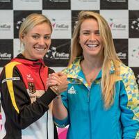 «Gutes Gefühl» - Foto: Angelique Kerber posiert mit der Ukrainerin Jelina Switolina, ihrer Gegnerin für das dritte Spiel. Foto:Daniel Maurer