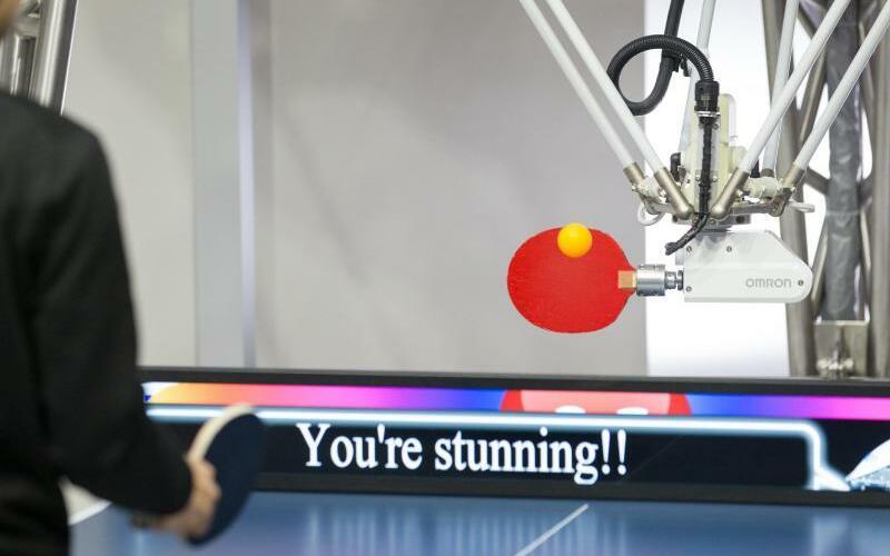 Forpheus - Foto: Der Tischtennisroboter «Forpheus» kann eine Flut an Informationen so verarbeiten, dass er Ereignisse wie komplexe Bewegungen vorherzusehen vermag. Foto:Friso Gentsch