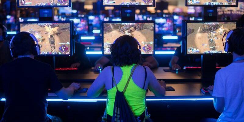 Spielemesse - Foto: Auf der Games Week in Berlin dreht sich alles um Computerspiele, wie hier auf auf der Spielemesse Gamescom in Köln. Foto:Marius Becker