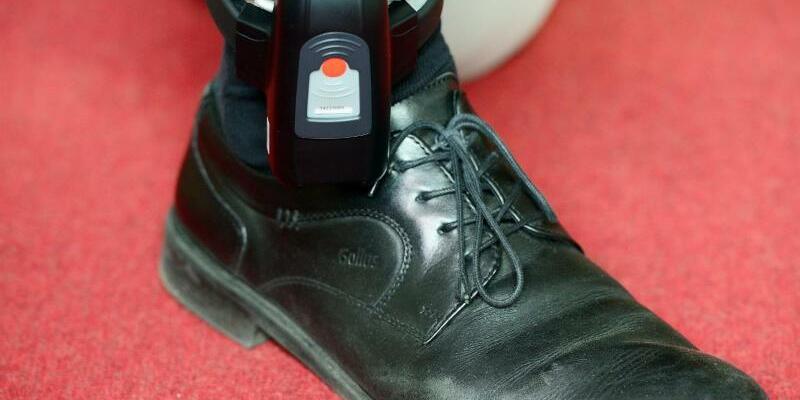 Fußfessel - Foto: Maurizio Gambarini/Symbolbild