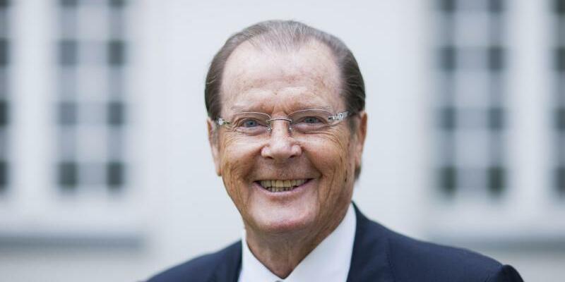 Sir Roger Moore - Foto: Rolf Vennenbernd