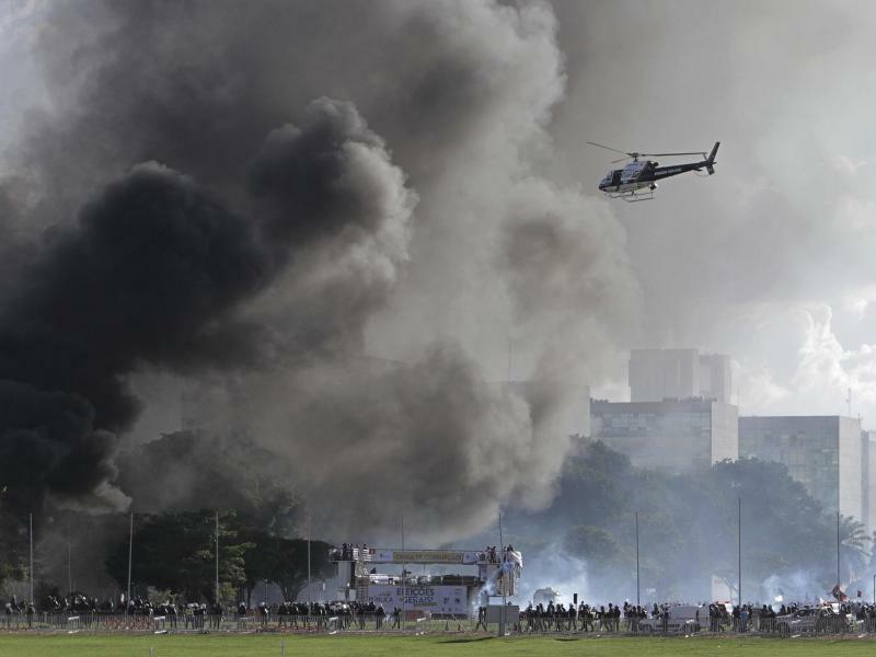 Rauchschwaden über der Hauptstadt - Foto: Eraldo Peres