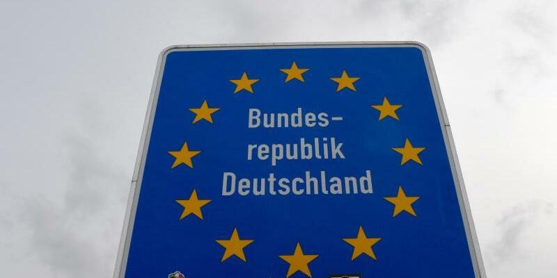 Grenzkontrollen zum G20-Gipfel - Foto: Carsten Rehder/Illustration