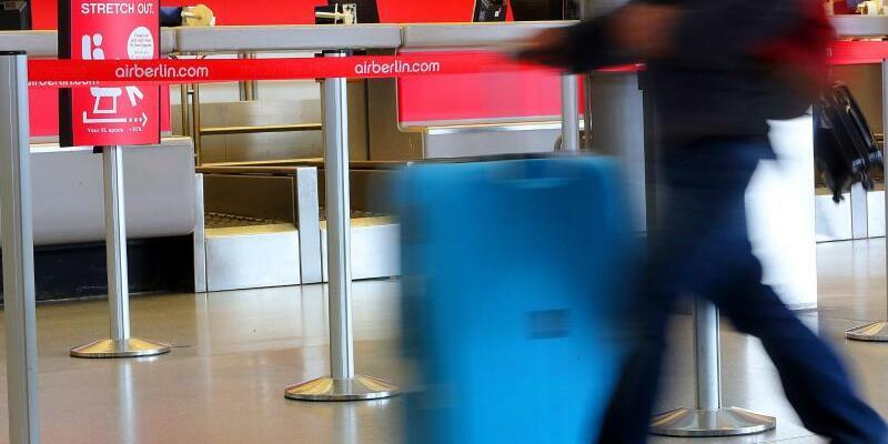 Air Berlin - Foto: Leerer Schalter von Air Berlin auf dem Flughafen Berlin-Tegel. Foto:Wolfgang Kumm